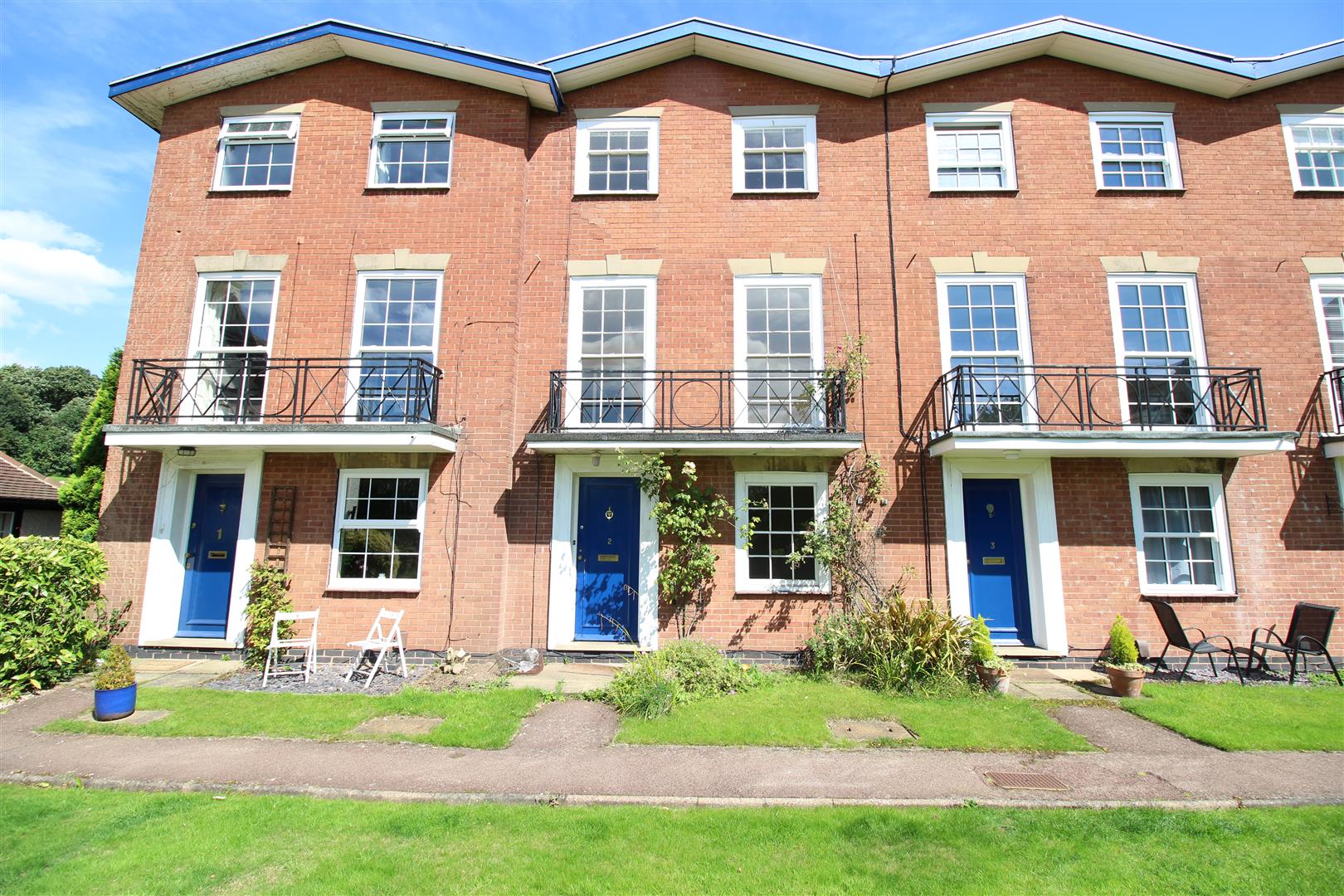 3 Bedrooms Terraced House for sale in Dudley Court, Bramcote